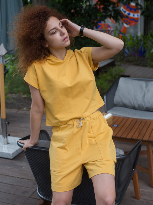 костюм трикотажный желтый